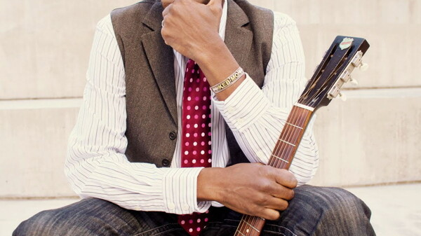 The extremely dapper Keb' Mo'.