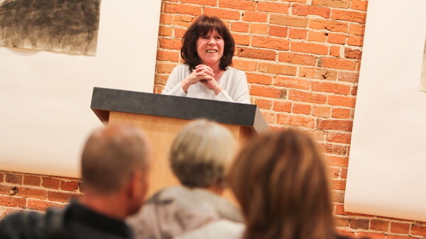Author Rebecca Oatman read from On the Banks of the River at The Volume One Gallery on March 19.