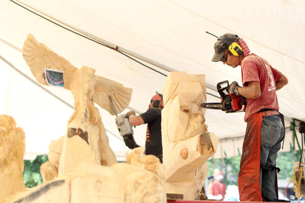 All the buzz world class chainsaw carvers converge for
