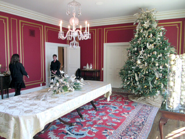 The dining room decorated by Avalon Floral at the Wisconsin Executive Residence in Madison