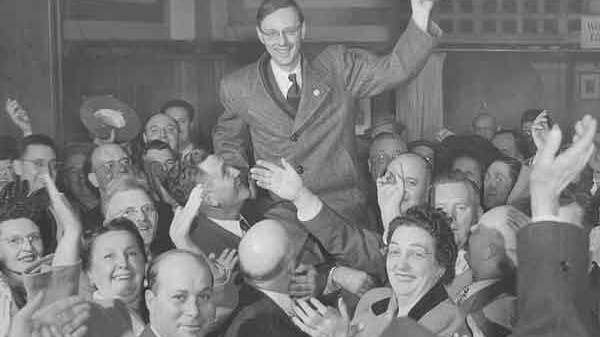 Former Milwaukee mayor and failed presidential hopeful Frank Zeidler, seen here during a hat-wavin' celebratory hoist, most probably the high point of his ineffective campaign.
