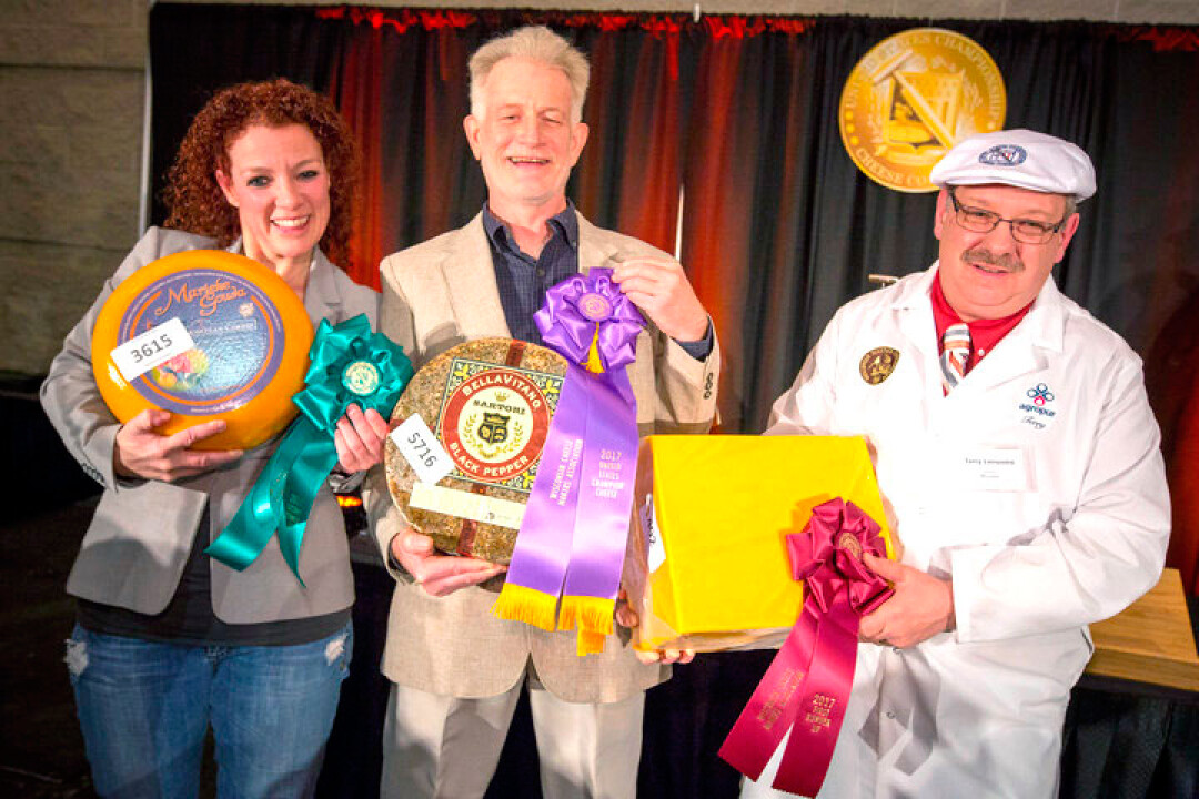 Marieke Penterman, left, shows off her award-winning cheese at the U.S. Champion Cheese Contest. Image: Wisconsin Milk Marketing Board