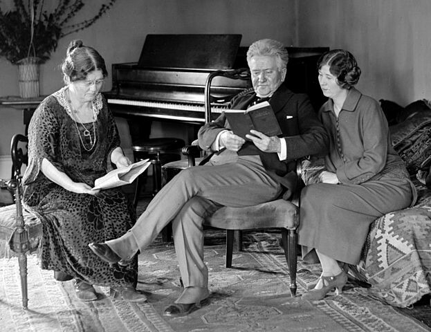 Belle Case La Follette (left) reading with her family in February 1924.