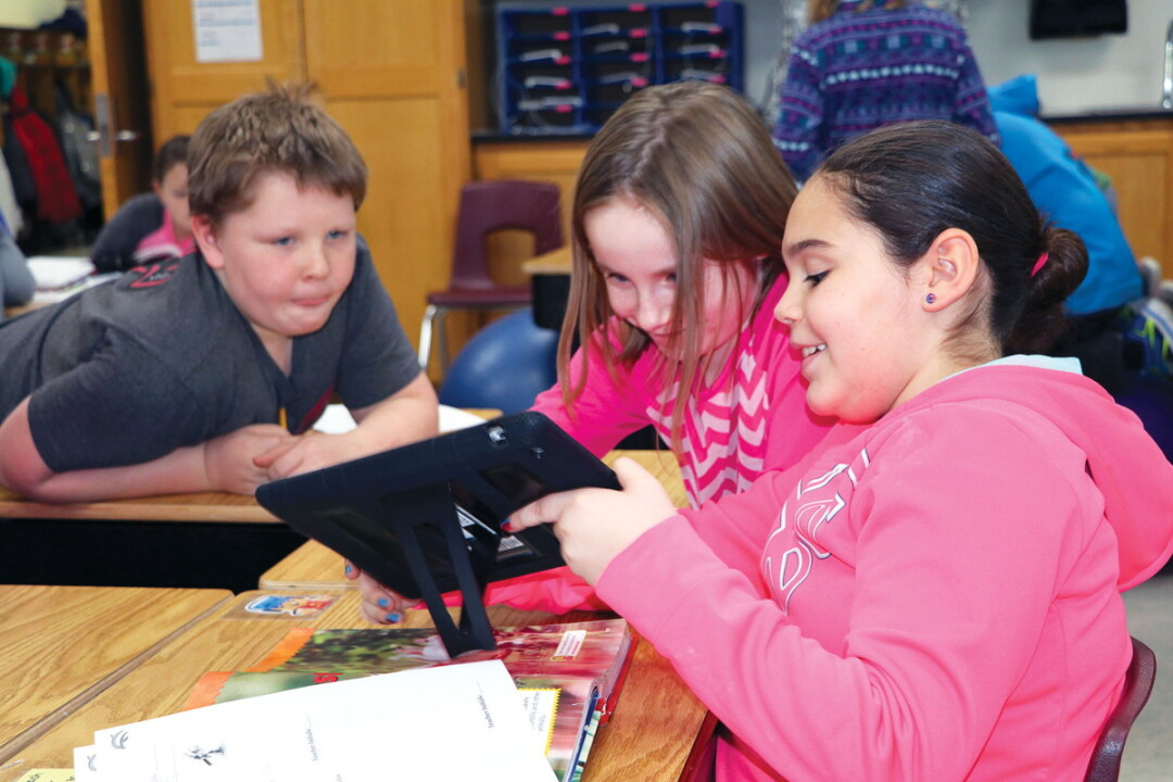 STUDENTS IN A PROJECT-BASED LEARNING ENVIRONMENT AT SAM DAVEY SCHOOL IN EAU CLAIRE